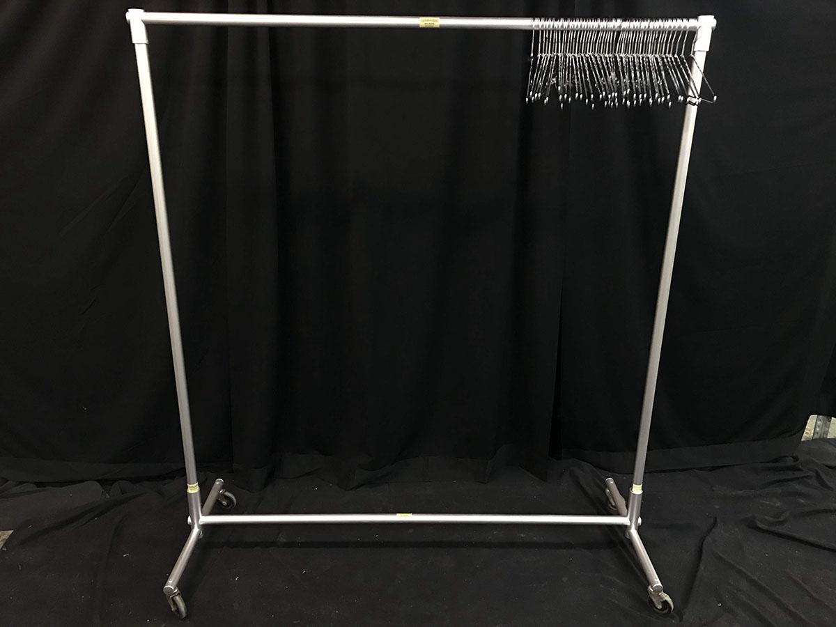 Coat rack with 50 metal hangers (5', metal)